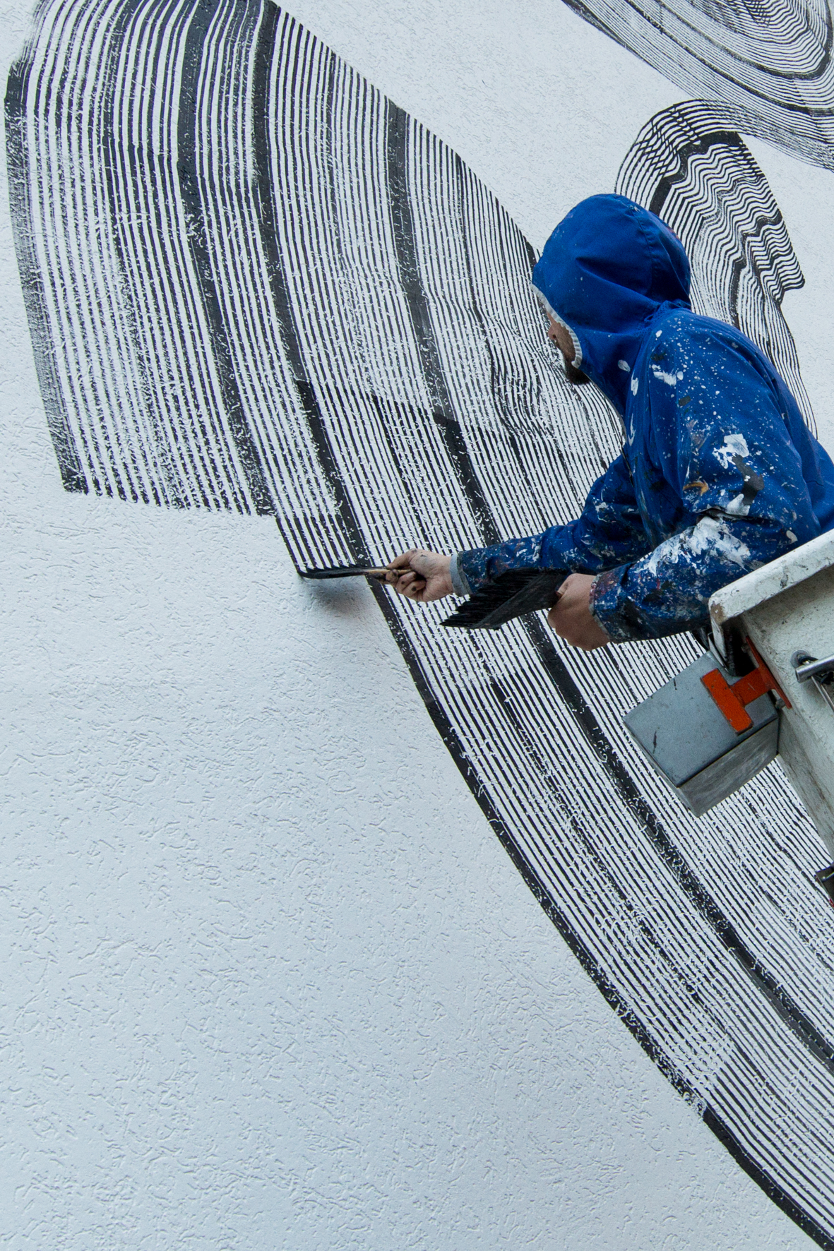 2501 working on Paspardo wall in art distretto culturale valle camonica